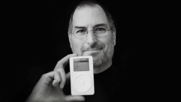 Steve-Jobs-With-First-iPod